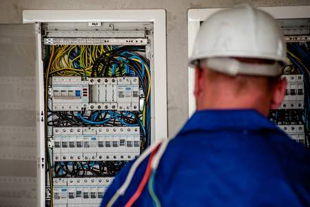 בדיקת חשמל מתקדמת עצמית בבדק בית