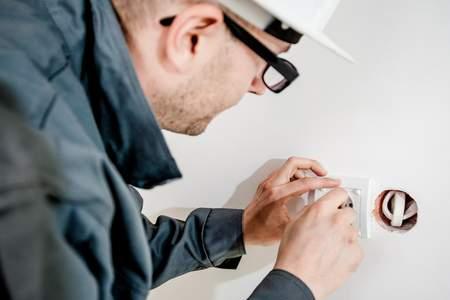 בדיקת חשמל עצמית בבדק בית